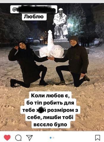 Перед пам'ятником Тараса Шевченка тернополяни зліпили статевий орган