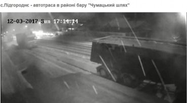 У Підгородньому застрягли вантажівки