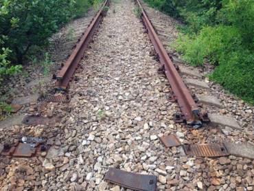 На Тернопільщині поїзд зійшов з колії, бо злодії вкрали рейки