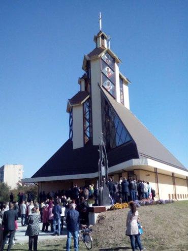 В Івано-Франківську освятили модерний храм