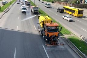 """У столиці почали мити дороги """"шампунем"""", а в Тернополі і Чорткові поки просто роздувають пилюку"""