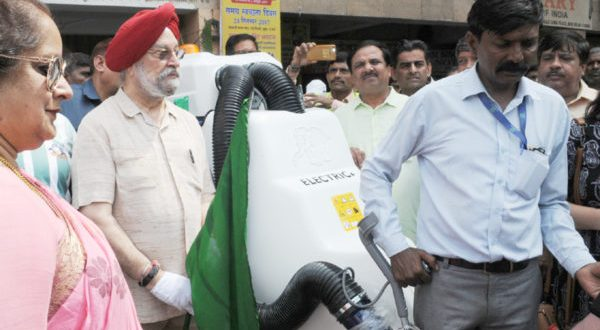 "Man in Action- The Minister of State for Housing and Urban Affairs (I/C), Hardeep Singh Puri participating in the Shramdan, under the ""Swachhata hi Sewa"" Abhiyan, in New Delhi on September 24, 2017 (File Picture)."