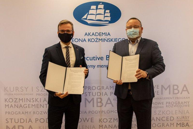 Na zdjęciu: prof. dr hab. Grzegorz Mazurek, rektor ALK i Ryszard Hordyński, dyrektor strategii i komunikacji w Huawei Polska