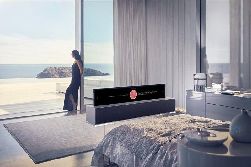 LG OLED TV R 02.jpg