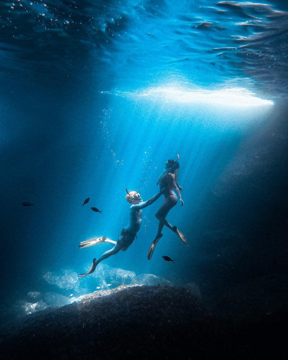 Two divers in Menorca, Spain (Dan/AGORA images)