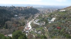 Las casas-cuevas y la Alhambra de fondo, vista desde el Sacro Monte