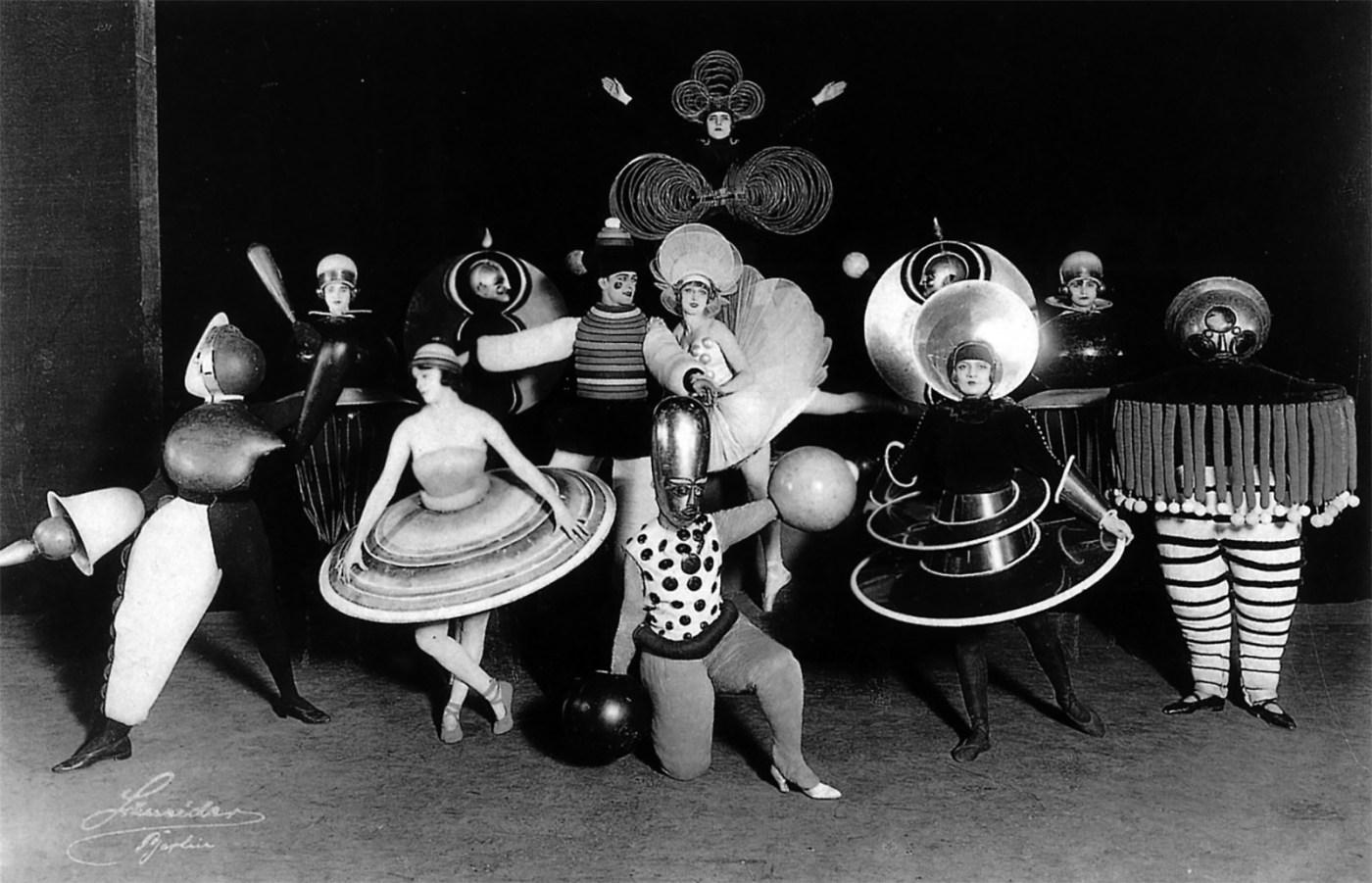Das Triadisches Ballett, developed by Oskar Schlemmer, performance in Wieder Metropol at Metropoltheater, Berlin, photographed by Ernst Schneider.