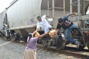 Las Patronas piden apoyo para continuar labor a favor de migrantes
