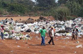 Siguen utilizando predio de Unidad Deportiva como basurero clandestino, en Yanga