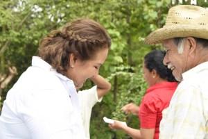 Impulsaré el campo de Acatlán con proyectos productivos: Letty Flores
