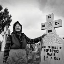 """Maria Nofitovici limpiando su propia tumba"" - Xavier Ferrer Chust - 280614"