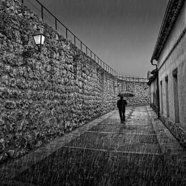 """""""Paseando bajo la lluvia"""" - Miguel Cabezas - 120715"""