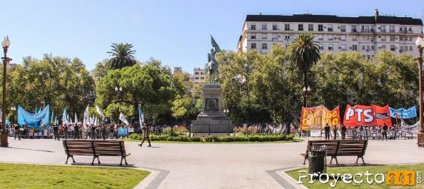 El vallado atravesaba la plaza San Martin entera de manera transversal © Sandra Benoni, proyecto341.com reservados todos los derechos / all rights reserved