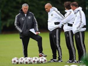 Mourinho y su equipo en un entrenamiento | THE INDEPENDENT