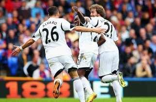Los jugadores del Swansea celebran uno de los goles | SPORTS MOLE
