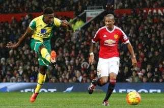 Norwich sorprende a United en casa