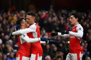 Alexis mantiene vivo al Arsenal