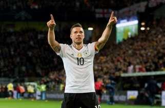 Podolski decide en su despedida
