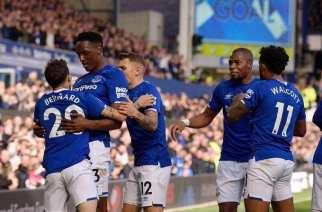 El Everton asoma la cabeza