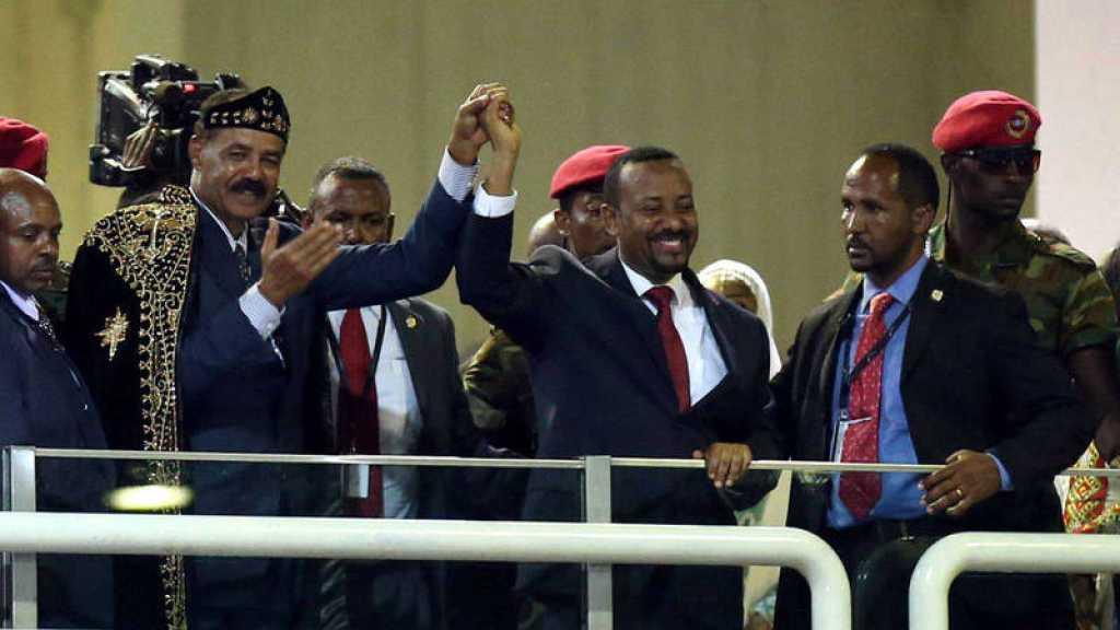 El presidente de Eritrea y el primer ministro etíope celebran la reconciliación en Adís Abeba. REUTERS / TIKSA NEGERI