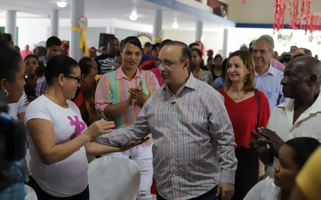 "Acusa a últimos gobiernos de dar ""migajas"" a Monseñor Nouel por explotación de minas"