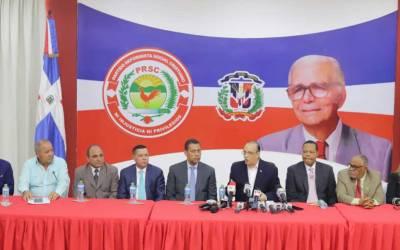 Presidente PRSC recibe visita comisión PRD encabezada por Guido Gómez Mazara