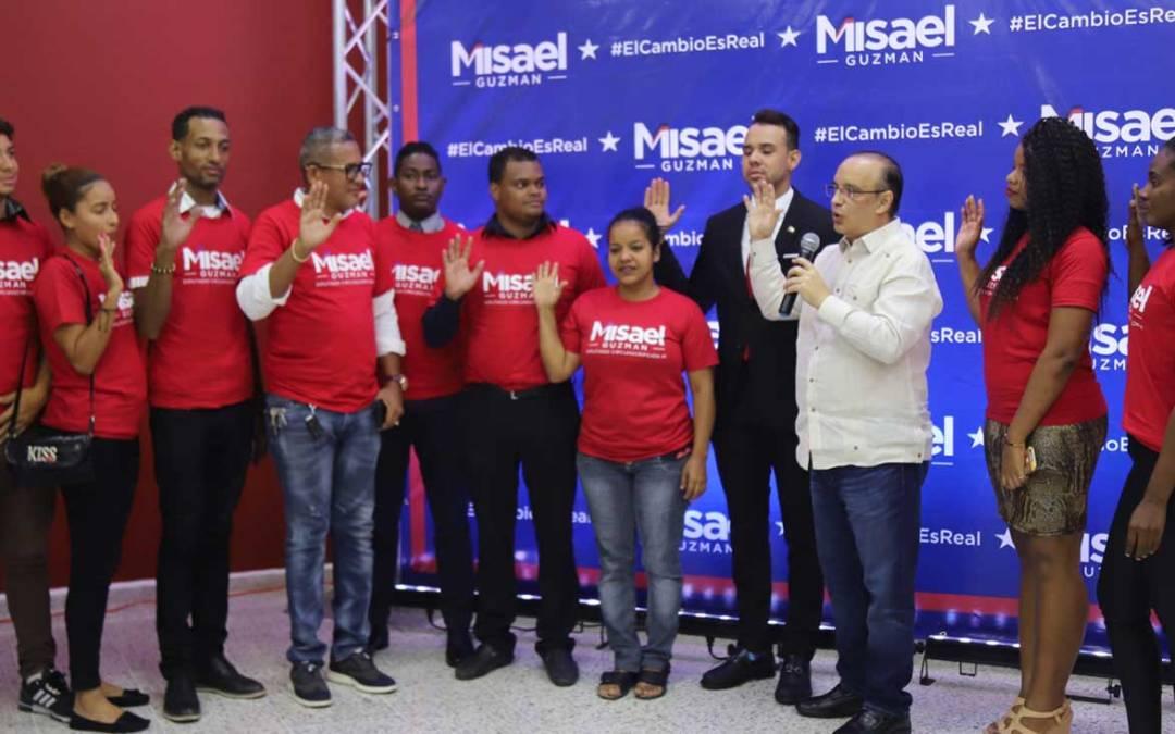 Quique Antún juramenta en el PRSC decenas de jóvenes evangélicos del DN