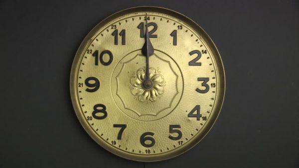 Chuyên mục hỏi đáp: Trong tiếng Anh, 12 giờ trưa là am hay pm?