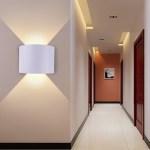 Chọn đèn ốp tường cho phòng khách gia đình cần những tiêu chí gì?