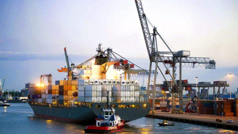 Thời điểm xuất hóa đơn đối với hàng xuất khẩu