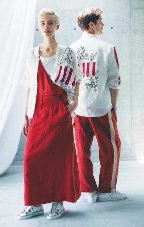 (左)ベータ[立葵(たちあおい)]シャツ ¥42,120、 スカート ¥37,800、 (右)ベータ・メン[立葵] シャツ ¥42,120、 パンツ ¥28,080 *全て税込
