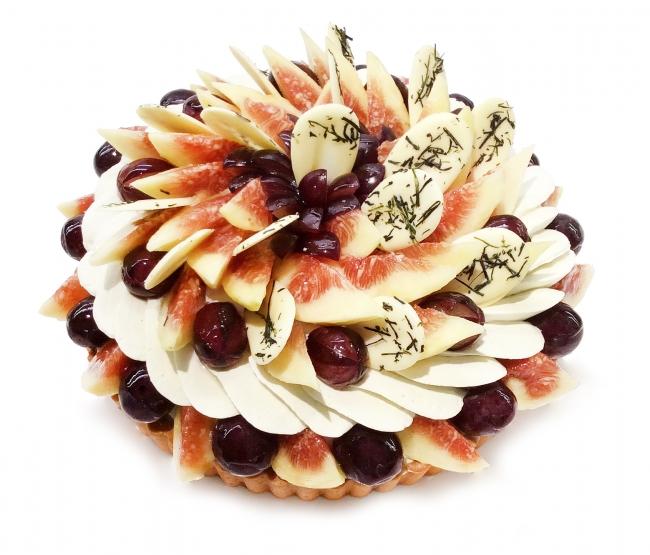 福岡県産いちじく「とよみつひめ」と博多ピオーネのケーキ(ベース:煎茶マスカルポーネ)  1ピース¥972(税込)
