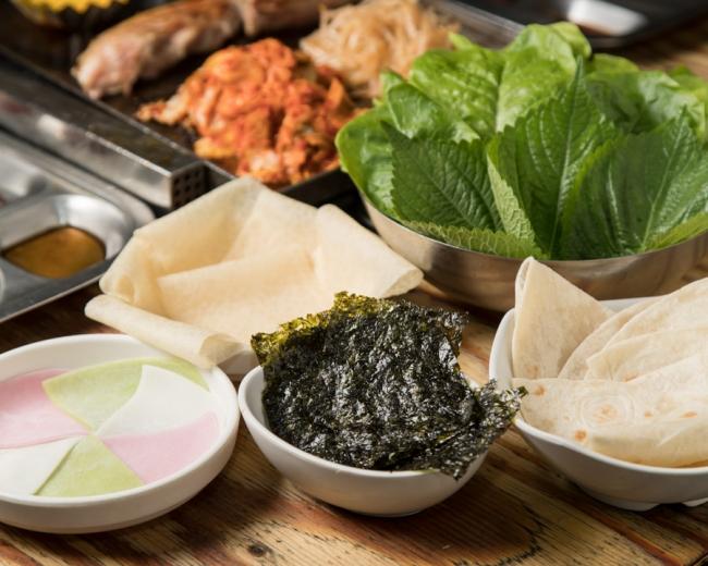 【包みアイテム】包みもち、玄米クレープ、炙りトルティーヤ、韓国のり。サンチュ、エゴマは食べ放題!