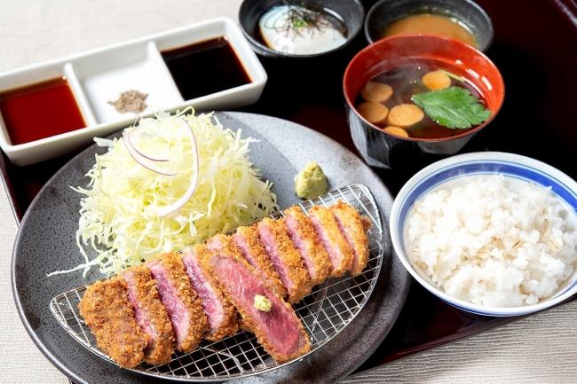 「牛ロースカツ膳」:1380円(+税)