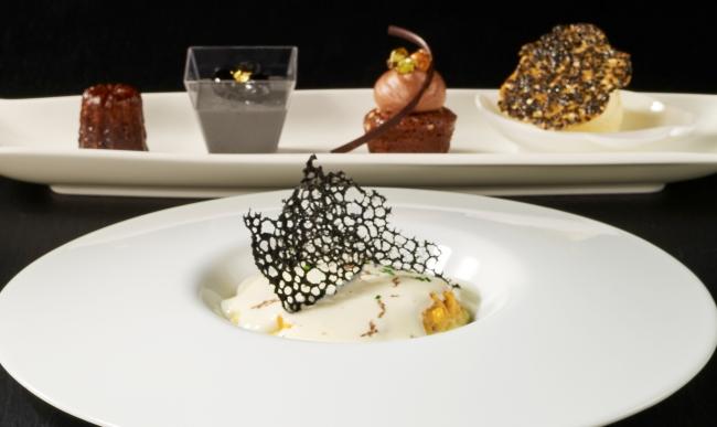 増上寺の黒本尊にちなみ「黒」をテーマカラーに取り入れたレストラン ブリーズヴェールの「開運ランチ」