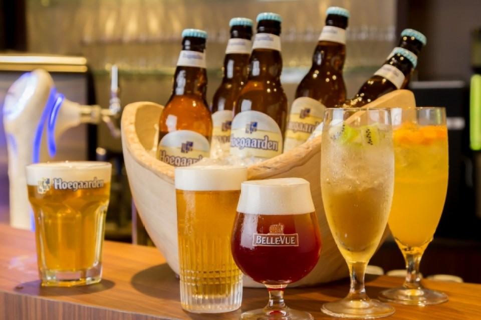 22種類のシャンパンやビール、カクテルが飲み放題