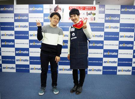 トークイベントのMCカンダ部長(左)と鈴木裕斗さん(右)