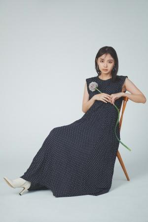 Dress ¥15,400 Ear cuff  ¥4,200 Shoes ¥14,000