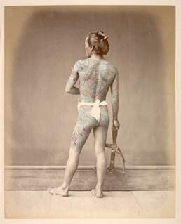 ライムント フォン シュティルフリート 《刺青をした別当》 1877−80年、鶏卵紙に手彩色 (C) MNAAG.