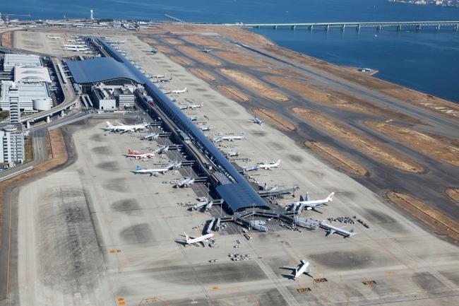 ポケットチェンジ端末が設置された関西国際空港国際線旅客ターミナルビル  (素材提供:関西エアポート株式会社)