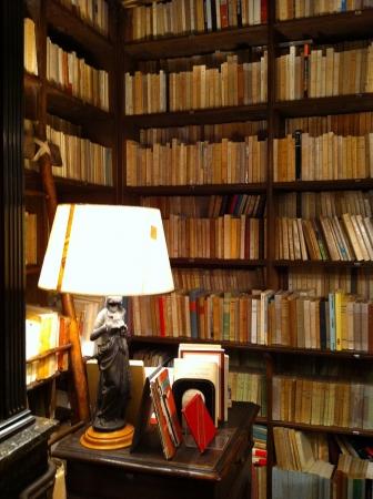 14世紀初頭の重要文献が発見されたベルギー王国内の修道院内地下の蔵書庫