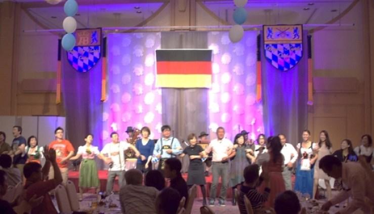オクトーバーフェストの定番ダンス「シュンケルン」