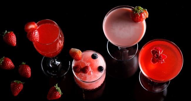 (写真左から)いちごのレオナルド、Berry Berry、いちごのグラスホッパー、ストロベリー ブーケ