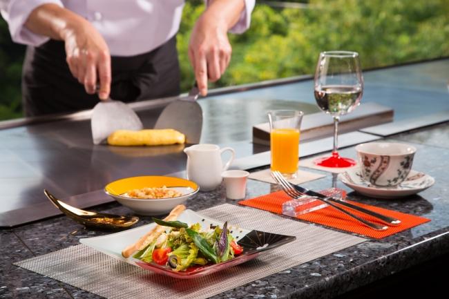 朝食は、和食膳と鉄板ブレックファーストからチョイス