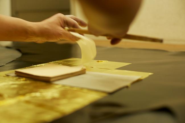 縁付け金箔のレザー装飾行程(京都)