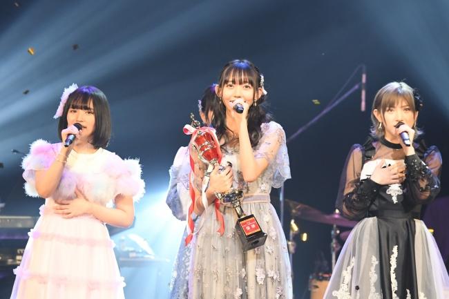 第1回大会優勝・SKE48野島樺乃(写真中央)