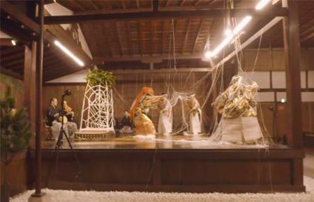 舞台左奥に設置されたカメラ映像