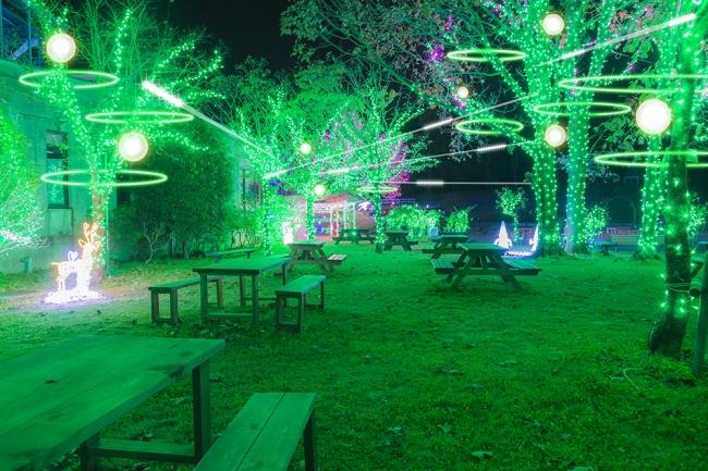 森の動物たちとの憩いの場所。楽しげな 音楽とあたたかい飲み物や軽食で、お寛ぎ ください。
