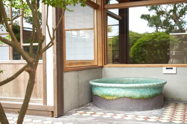 中庭に面したお風呂