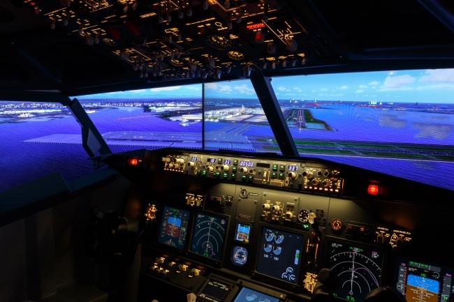 画像ーコックピットから見える風景:眼下には羽田空港が